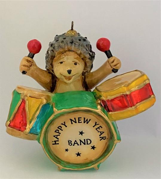 Fröhlicher Igel Schlagzeug spielend