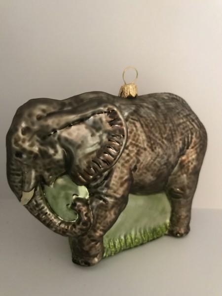 Grosser grauer Elefant