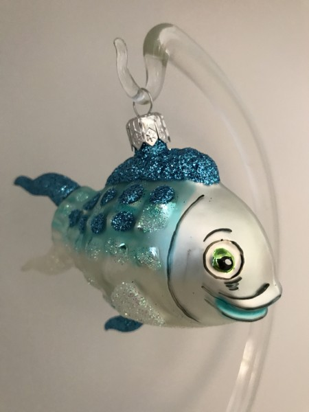 Fröhlicher Fisch mit türkis Flossen