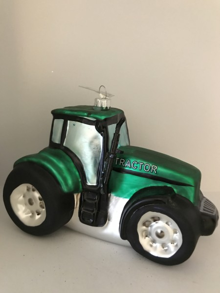 Grosser grüner Traktor