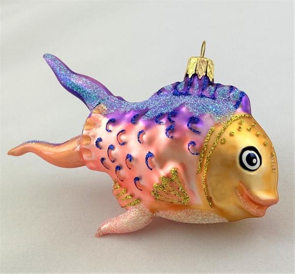 Fröhlicher Fisch mit violetten Flossen