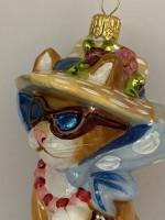 Verrückte Katze mit Strohhut und Sonnenbrille