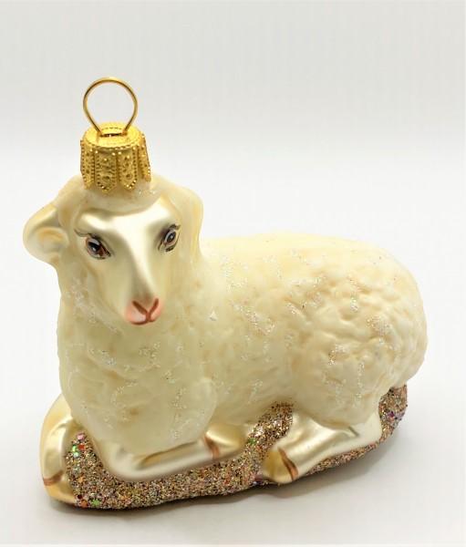 Liegendes weisses Schaf