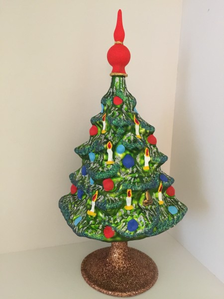 mit Kerzen geschmückter Christbaum