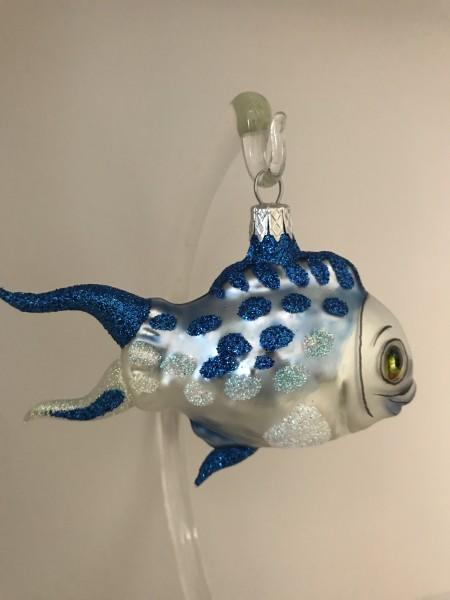 Fröhlicher Fisch mit blauen Flossen