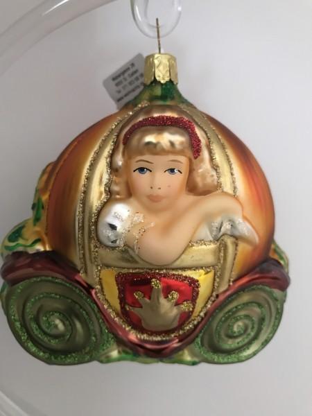 Cinderella in der Kürbiskutsche