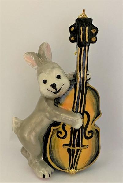 Kontrabass spielender Hase
