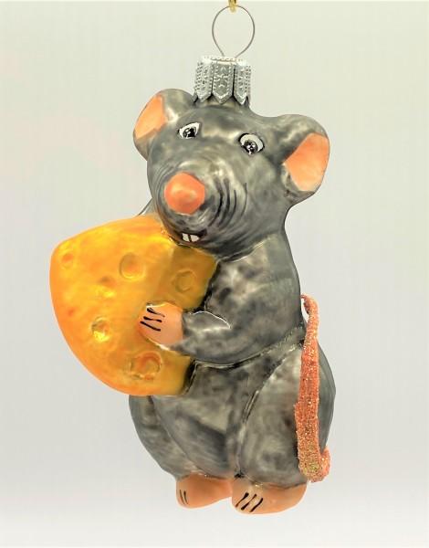 Graue Maus Ratatouille mag den Käse
