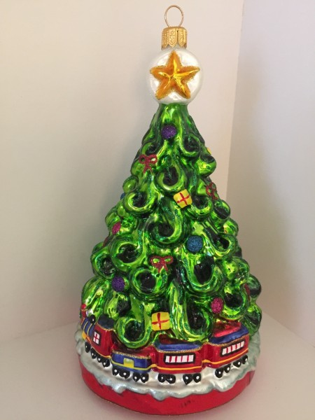 Christbaum mit Weihnachtszug
