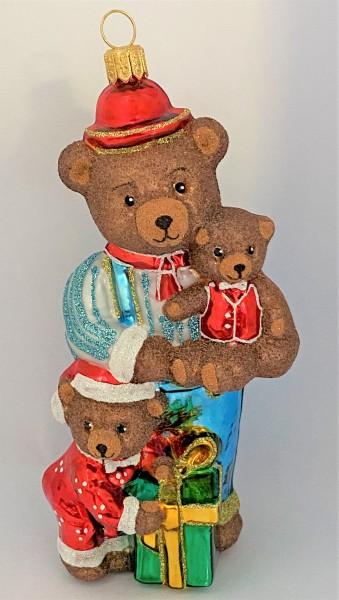 Bärenpapa wartet mit Bärenkindern auf die Weihnachtsbescherung