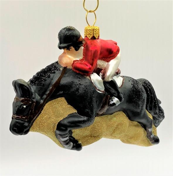 Springreiter auf schwarzem Pferd
