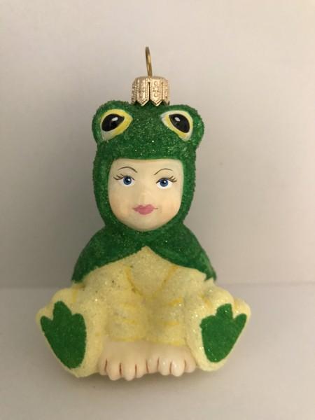 Kind im Froschkostüm
