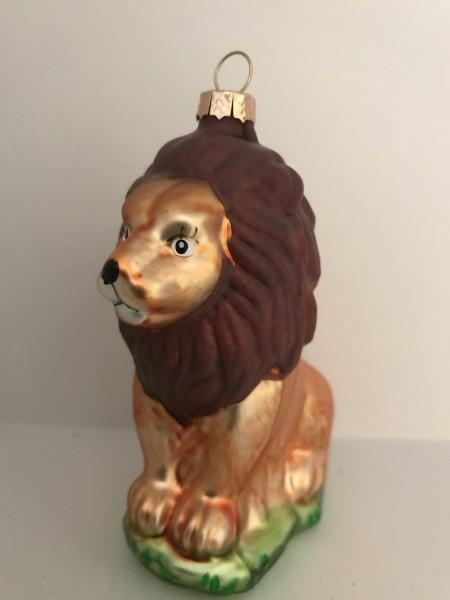 Löwe, sitzend