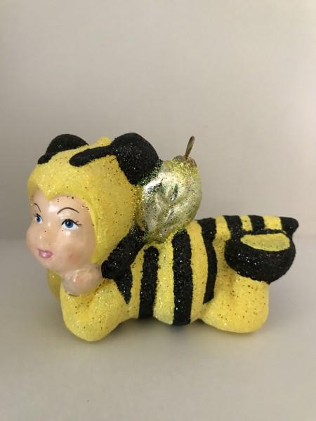 Kind im Bienenkostüm